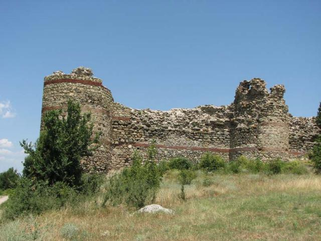 Festung beim Dorf Mezek